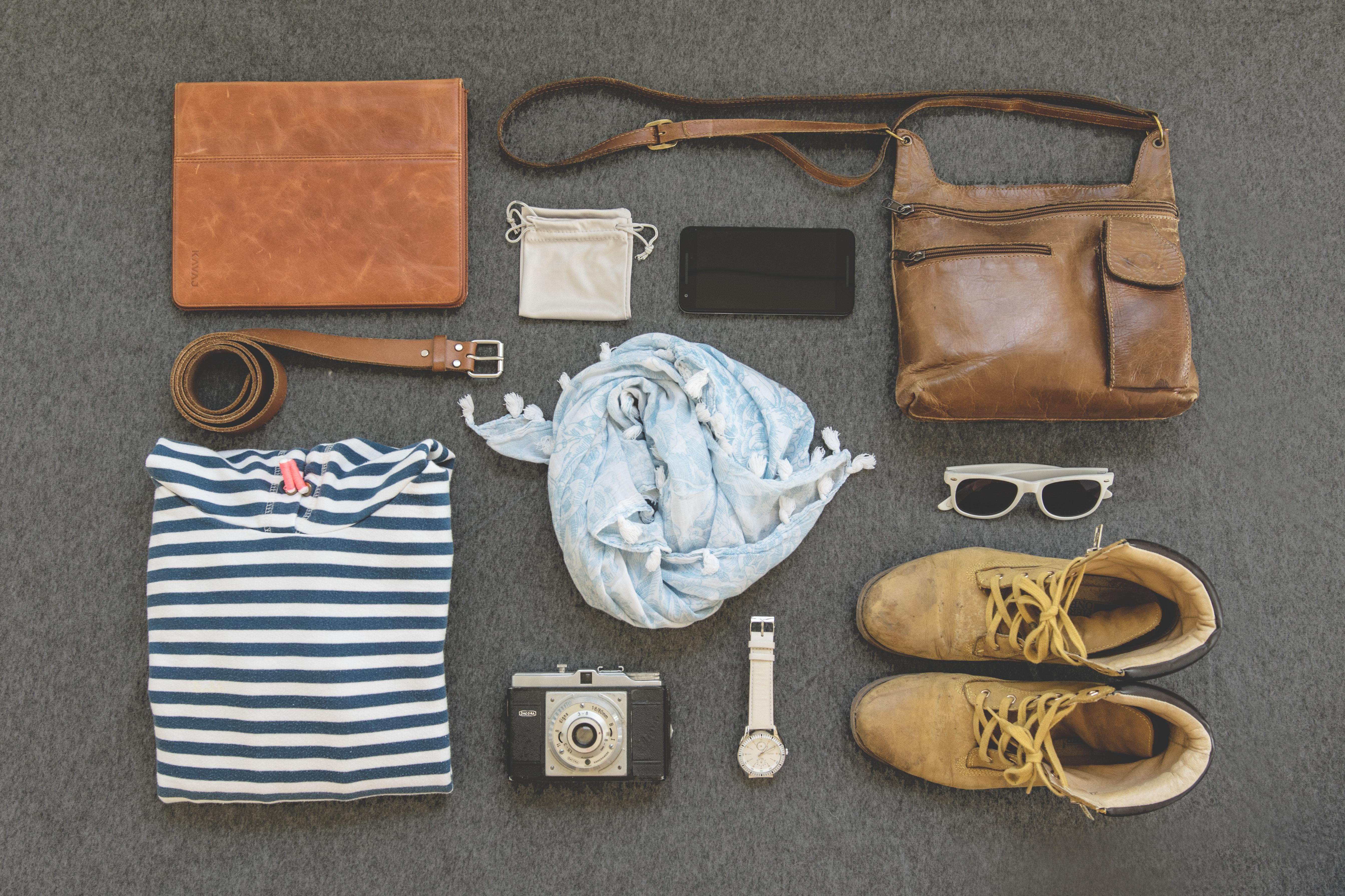 Handväskor, kläder och andra accessoarer